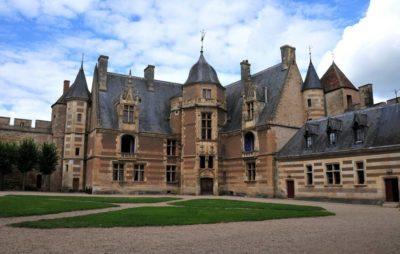 Castillo de AINAY LE VIEIL